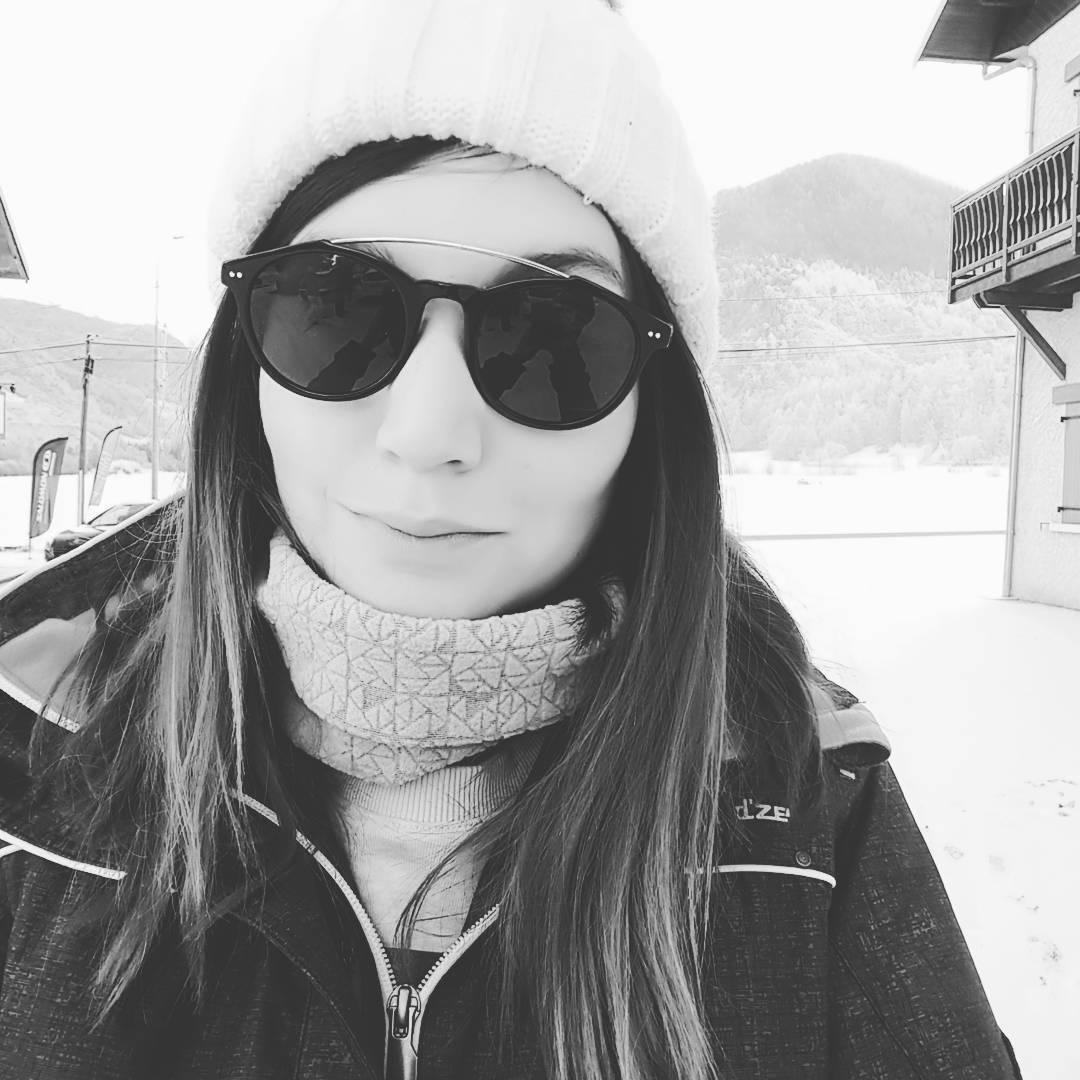 Fin de journée avec mes @sky_eyes_sunglasses ♡ ! #lunettesdesoleil #sunglasses #love #happy #sun #friends #montagne #winter
